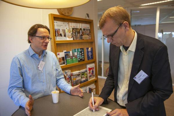 Arjan Jonker interviewt deelnemer 2